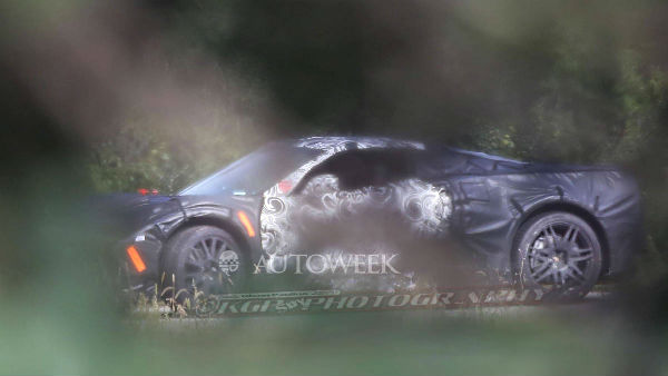 corvette-c8-spyshot-rear-mid