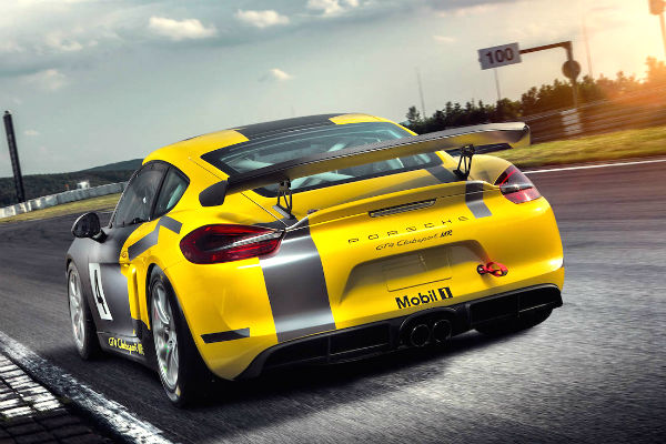porsche-cayman-gt4-clubsport-mr-rear