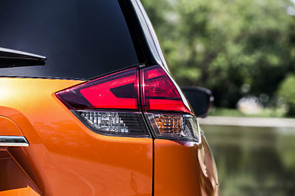 nissan-rogue-2017-taillight