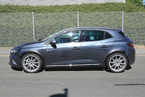 renault-megane4-rs-side