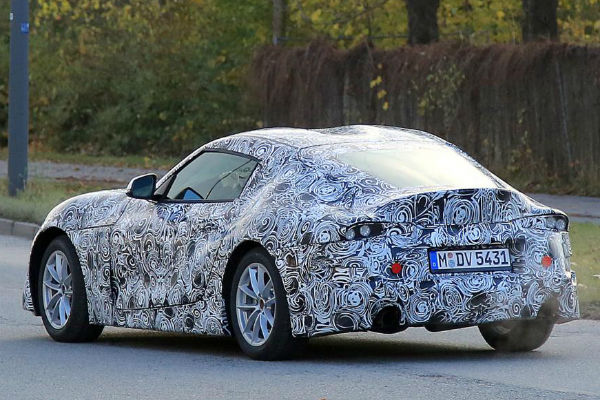 toyota-supra-2018-spyshot-20161128-right-rear