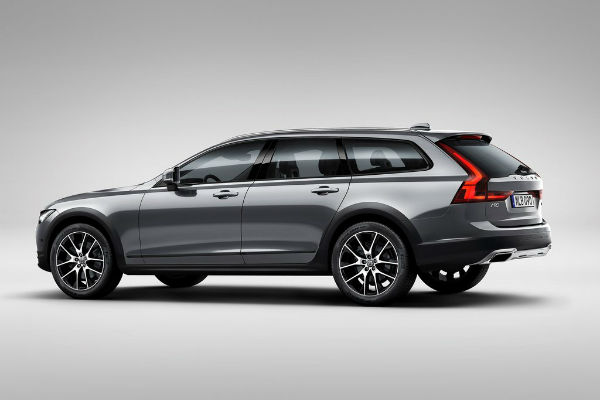 volvo-v90-cross-country-left-rear