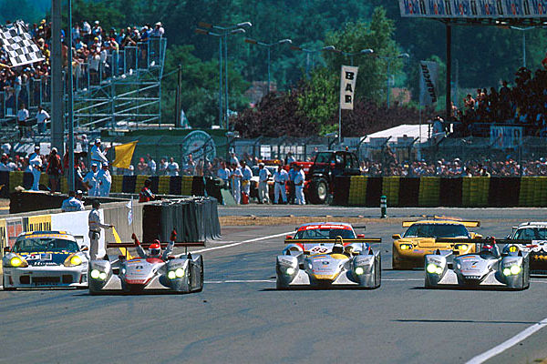 audi-r8-lemans-2000-finish