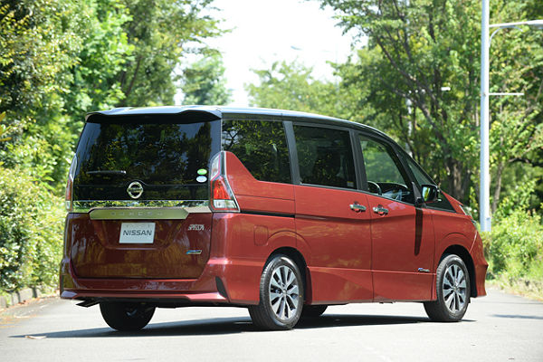 nissan-serena-c27-hs-exterior-right-rear