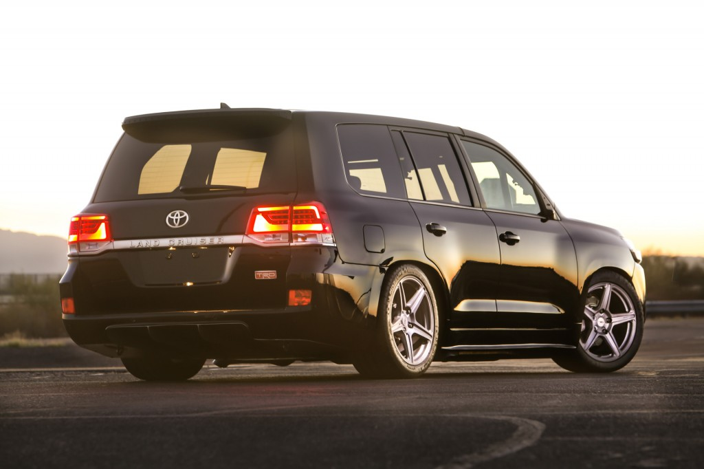 2016-sema-show-toyota-land-speed-cruiser-rear