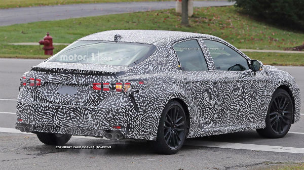 toyota-camry-2018-spy-photos-rear