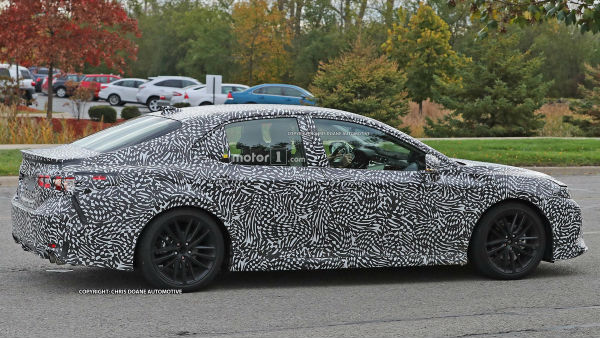 toyota-camry-2018-spy-photos-side