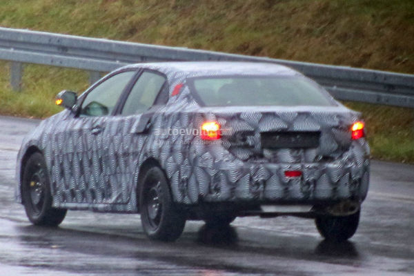 toyota-corolla-sedan-2018-spyshots-rear