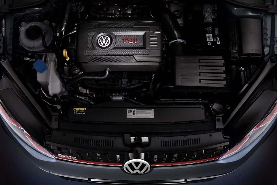VW Golf Mk7 GTI TCR Concept engine