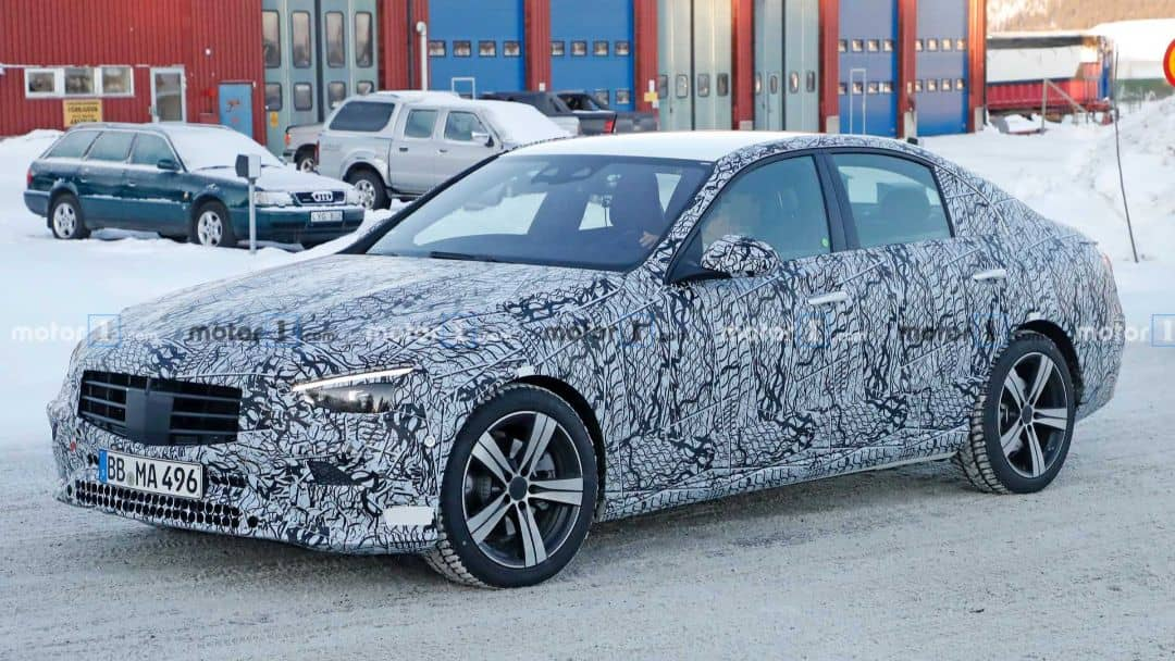 Mercedes-Benz C-Class W206 Spyshot front three quarter