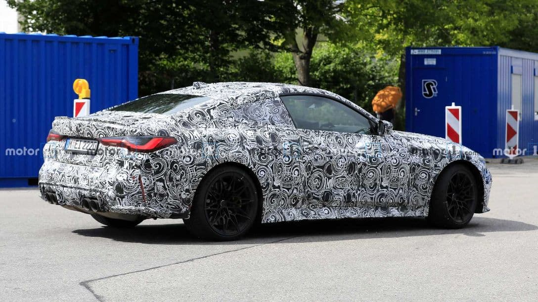 BMW M4 spyshot rear three quarter