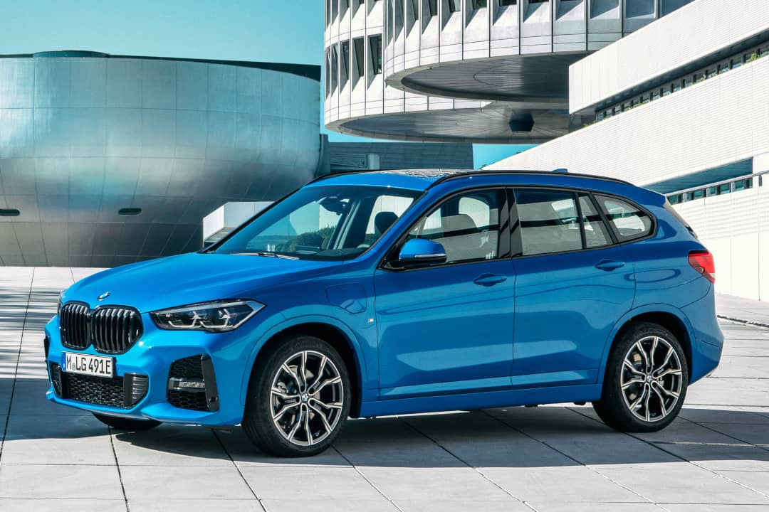 BMW X2 xDrive25e front three quarter