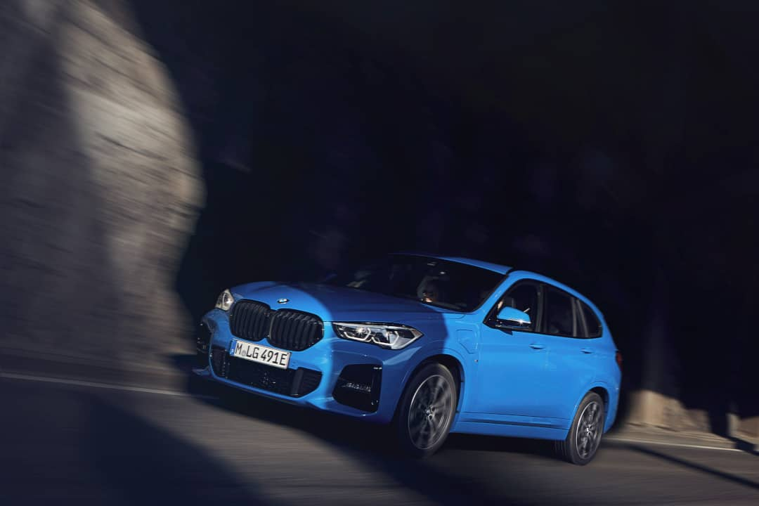 BMW X2 xDrive25e tunnel