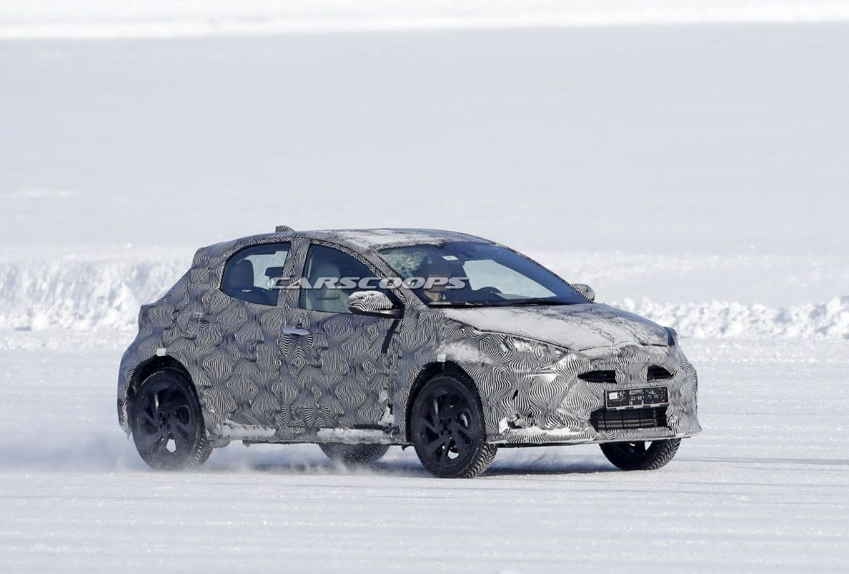 Toyota Yaris Cross Snow Test Spyshot front three quarter
