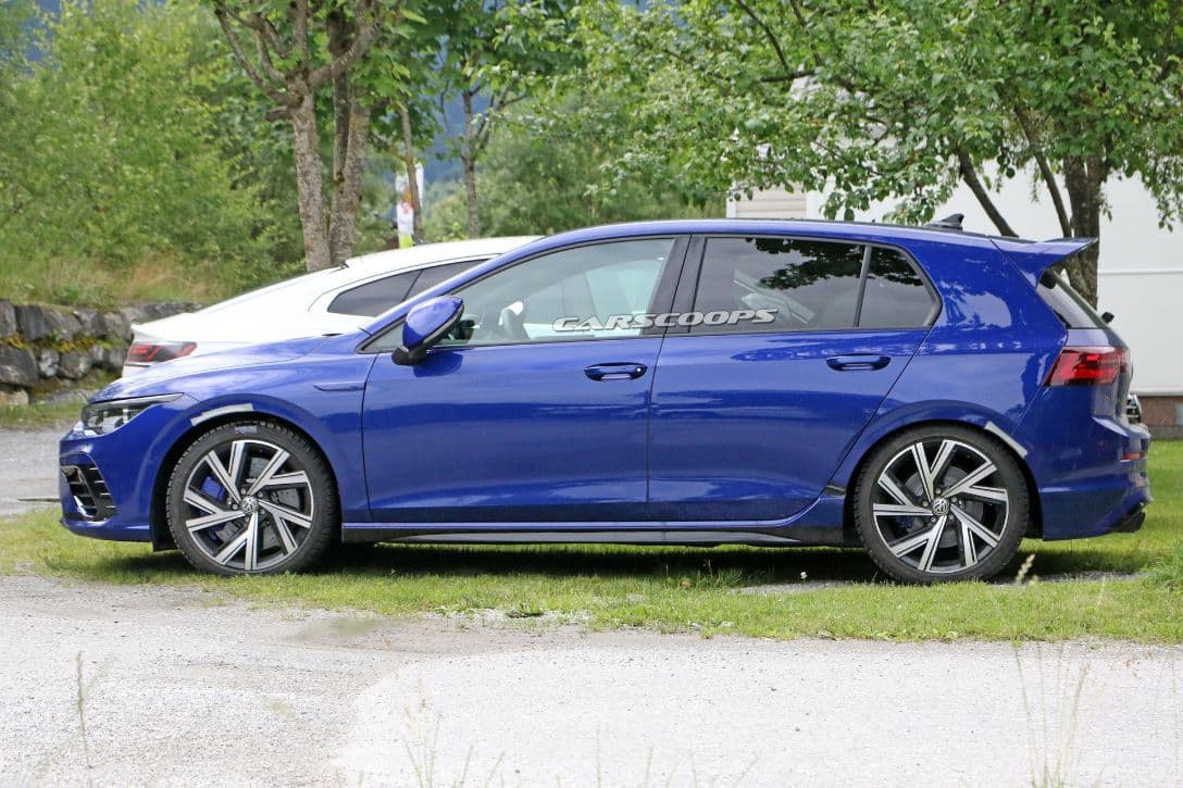 VW Mk8 Golf R spyshot camoless side