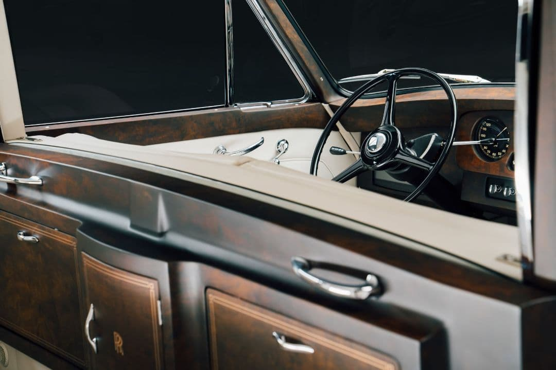 Rolls Royce Phantom V Electromod by Lunaz interior