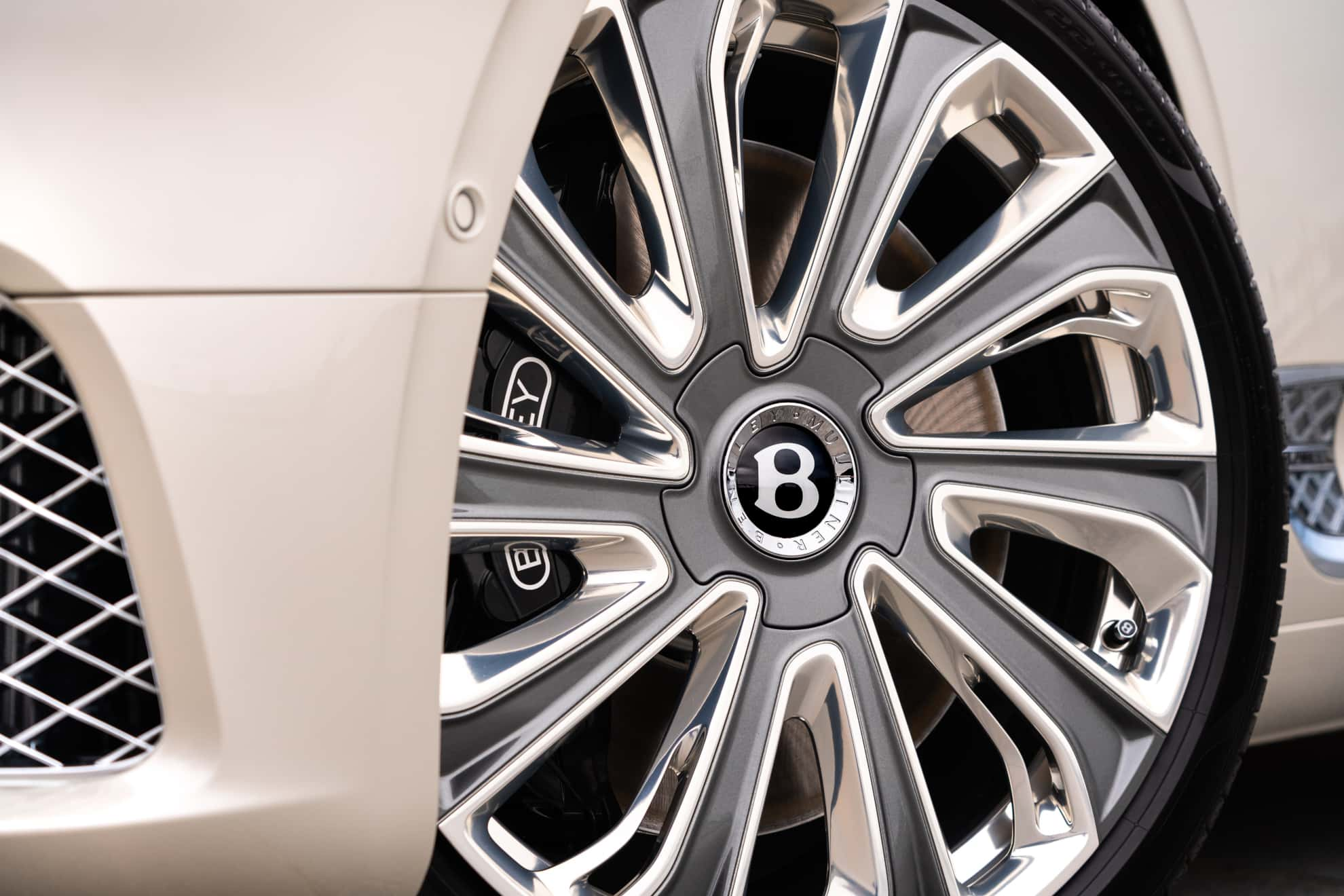 Bentley Continental GT Mulliner Coupe wheel