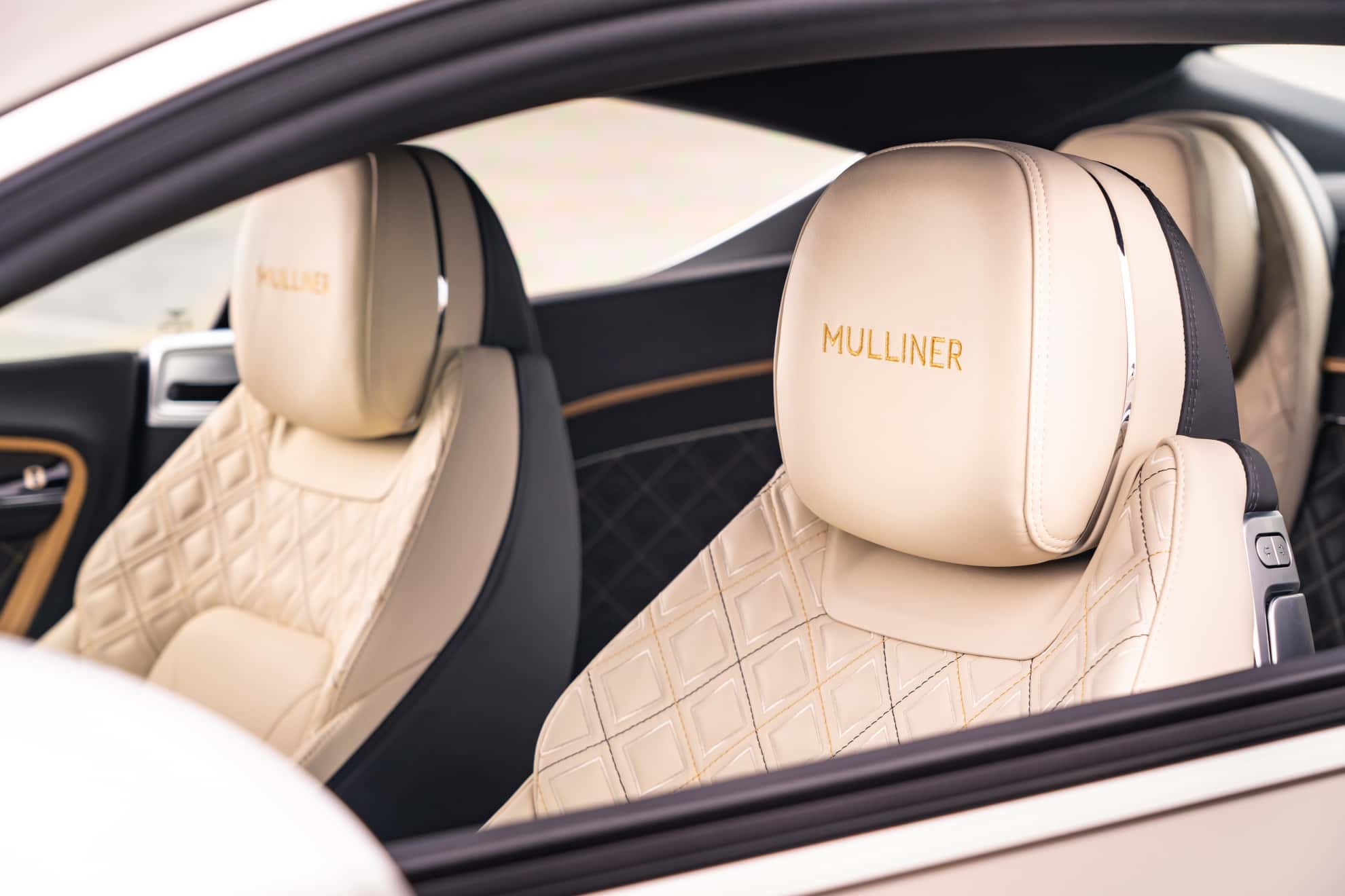 Bentley Continental GT Mulliner Coupe headrest