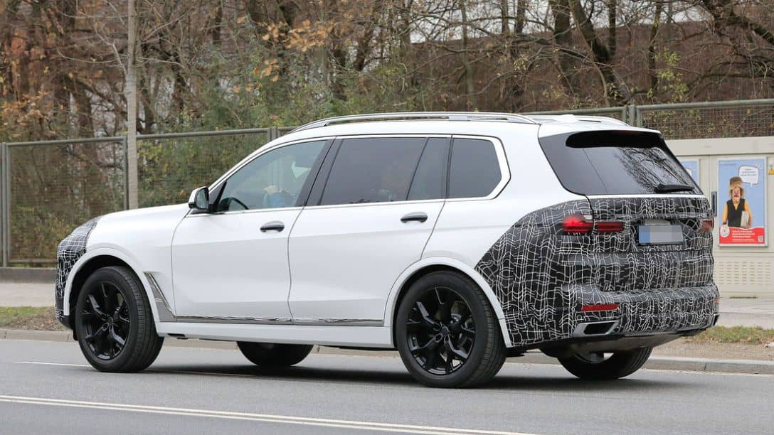 BMW X7 Facelift 2022 Spyshot Side rear