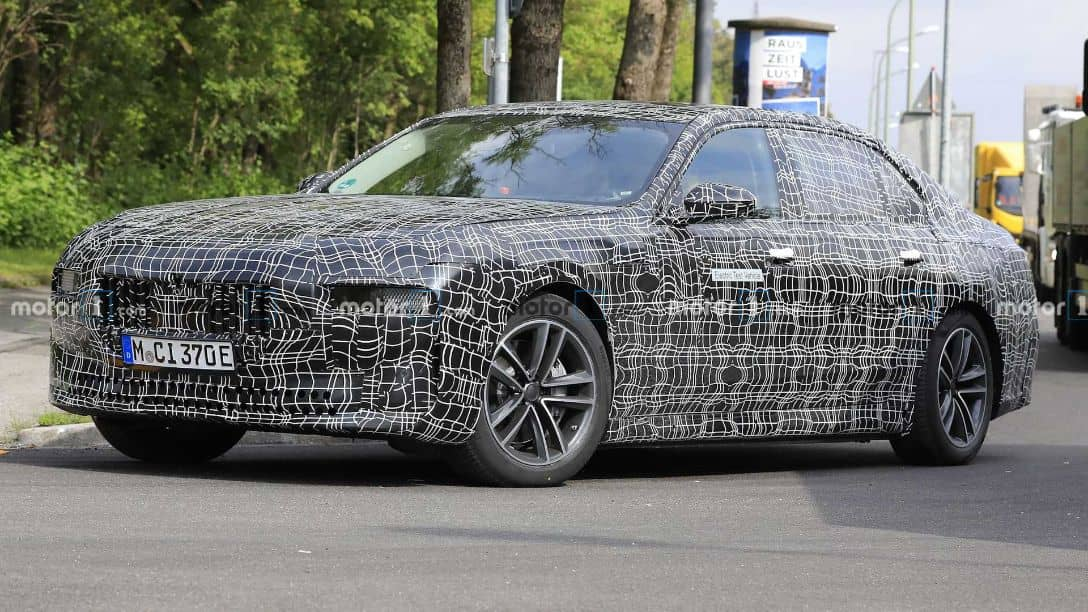 BMW i7 Spyshot Front three quarter