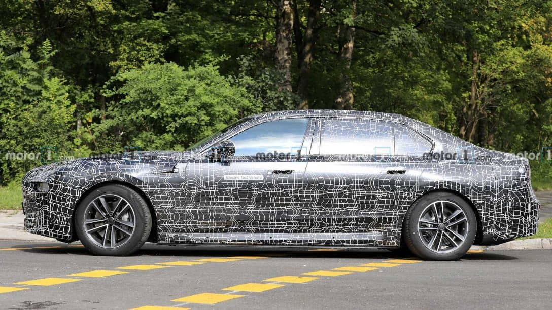 BMW i7 Spyshot Side