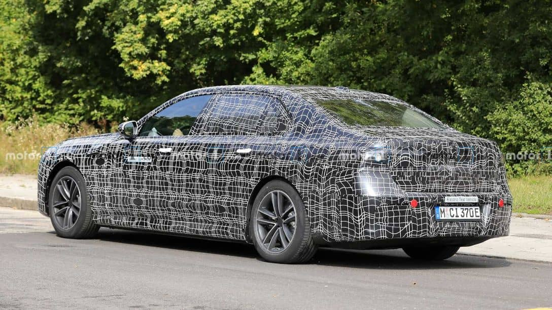 BMW i7 Spyshot Rear three quarter