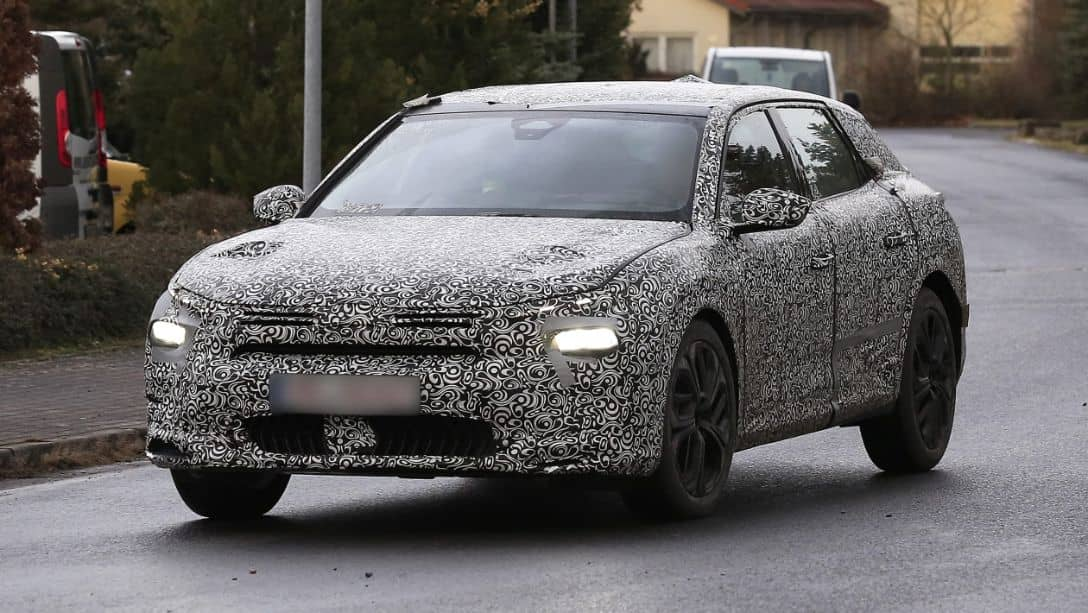 Citroen C5 Successor Spyshot Front three quarter