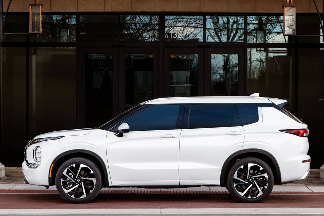 Mitsubishi Outlander 2021 Side