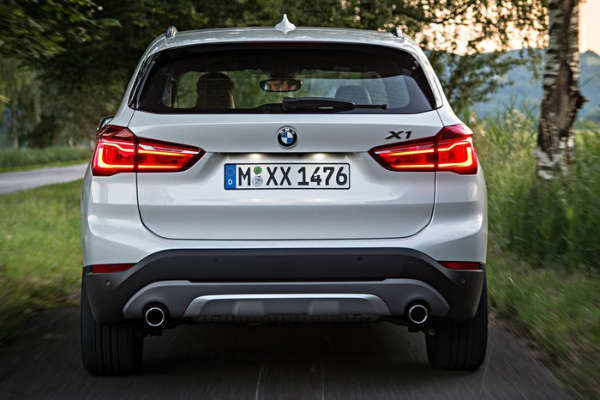 BMW_X1_MY2016_rear