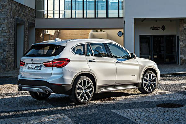 BMW_X1_MY2016_side